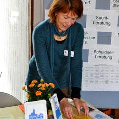 Monika Schmied-Plantikow von Kultur für Alle am Stand in der Vesperkirche Nürtingen, Foto: Manuel Werner