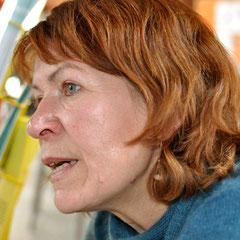 Monika Schmied-Plantikow von Kultur für Alle beim Beraten am Stand in der Vesperkirche Nürtingen, Foto: Manuel Werner