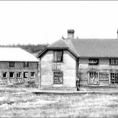 Baie Ste-Claire à l'abandon, 1930. On aperçoit à droite, la maison du douanier, et en arrière-plan, sur la gauche, la menuiserie.