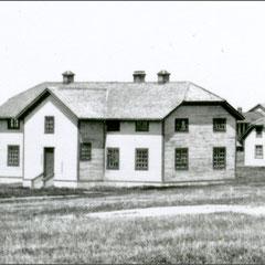 Baie Ste-Claire à l'abandon, 1930. L'école qui au premier temps de son utilisation, voyait des services religieux s'y produire.