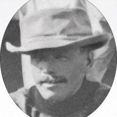 George Farar Gibsone (1874-1959), représentant légal et agent d' Henri Menier à Québec pour toutes les affaires inhérentes à l'île d'Anticosti. Photo prise à la rivière Jupiter en 1905 lors d'une partie de pêche.