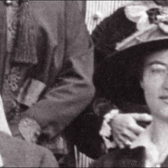 1916 - Mariage de Georgette Comettant avec Joseph Laurin. Joseph est le petit-fils de Zéphirin Paquet, fondateur de la compagnie Paquet. Joseph était le directeur de la compagnie qui fit des affaires avec l'île d'Anticosti durant la période Menier..