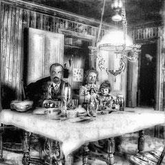 Salle à dîner chez M. Raoul Landrieux et sa femme Mathilda Ferland, chef comptable, Sa femme était la belle-soeur de Alfred Malouin. L'enfant Pierre avait pour marainneJeanne Mangeot, femme de Lucien Comettant