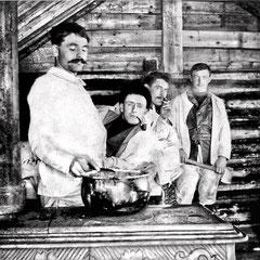 Au camp de la rivière Jupiter en 1903. Émile Nadeau sellier de métier, Lorenzo Malouin, télégraphiste et Henri Paquet, comptable, qui mariera Renée Comettant et iront s'installer à Québec.
