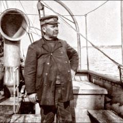 Le capitaine Bélanger (né en 1852) sur le steamer Savoy, juillet 1905 dans la baie Ste-Claire