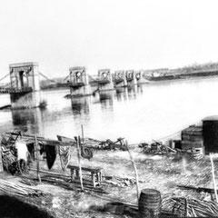 Pont de Fourchambault (vers 1900) où habitait M. R. Eustache, Ce pont a été dynamité par l'armée française pour bloquer l'avance des allemands lors de la deuxième guerre mondiale.