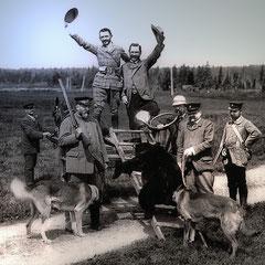 Retour d'une chasse à l'ours, façon à la française. On voit Henri Menier à gauche avec le fusil