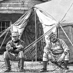 Riv. Jupiter 1905. Présents à cette partie de pêche: G.F. Gibsone, le colonel Wilson, Arthur F. Iladen et Lord Grey. Nous croyons que sur la photo il s'agirait de Gibsone (à gauche) et du colonel Wilson, commandant de la Citadelle de Québec. Non confirmé.
