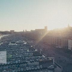 Hafen Marseille bei Sonnenuntergang aus der Vogelperspektive - Street | Travel Photography von Roland Grosch