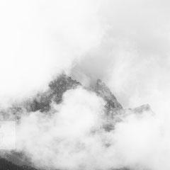 Zugspitze wolkenverhangen aufgenommen vom Eibseehotel während der Hochzeitsfeier in Grainau.