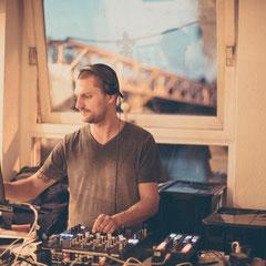 DJ der Hochzeitsgesellschaft im Schiffchen - Offenbach Rumpenheim