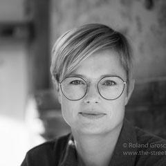 Frauen Portrait in schwarzweiss beim Fotoshooting in Hanau - fotografiert von Roland Grosch aus Hanau.