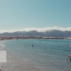 Blick über das Meer und den Stadtstrand von Marseille aufgenommen von Roland Grosch.