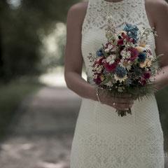 Braut mit Hochzeitsstrauß in Hanau - Hochzeitsfotografie