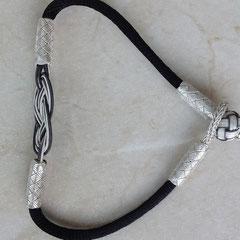 ENDLOSknoten in Silberdraht-Kunst ist flach & anschmiegsam anliegend. 999er Silber. i-must-have.it