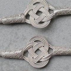 Der Faden des Lebens. Knoten an Silberdarht- Collier, flexibel, anschmiegsam,  999er Silber. i-must-have.it