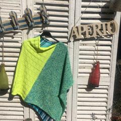 """""""Beates Neon-Poncho"""" / Farbzusammenstellung sowie Poncho gestrickt und fotografiert von Beate Germer"""