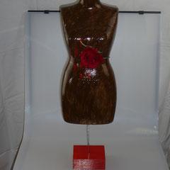 """82. Vrouwentorso """"Bloedend Hart"""", Polystyreen, ↨ 70 cm ↔ 21 cm, € 89"""