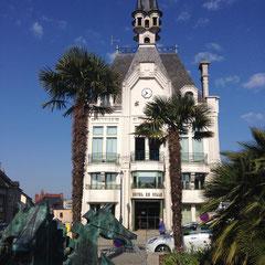 L'Hôtel de ville, inspiré de celui de Vichy, lui-même inspiré d'un Hôtel de Ville hollandais