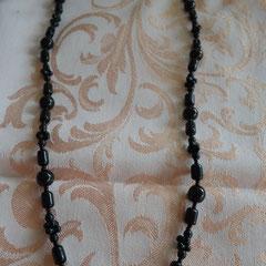 Onyx Perlenkette. 63 cm lang, 39,05 g schwer. Preis: 15,00 €
