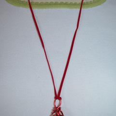 Unikat, designt by Zeitzeugen-Manufactur. Naturstein mit Aludraht, alles in rot gehalten, incl. Bindeband. 4,00 €