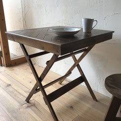 ヘリンボーンの折畳みカフェテーブル