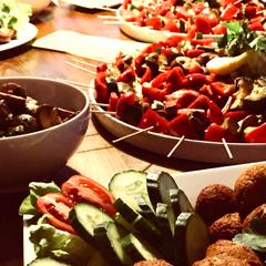 Feurige Gemüsespieße, Champignons und  Thymian-Bällchen