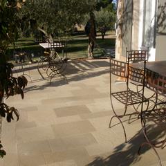 Terrasse en grès des Pyrénées à Uzès (30)
