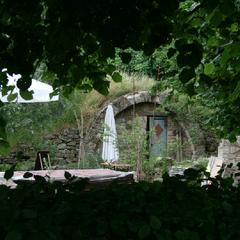 Vor dem alten Keller