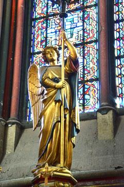 Deux anges céroféraires dans la chapelle de la Vierge