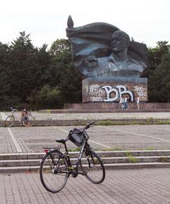 Das Thälmann-Denkmal in Berlin-Prenzlauer Berg. Foto: Helga Karl