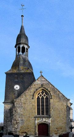 L'entrée de l'église (façade ouest) - Au dessus de l'horloge les abats-sons