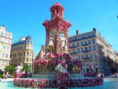 La fontaine de Gaspard André, fleurie lors du festival mondial des roses en 2015