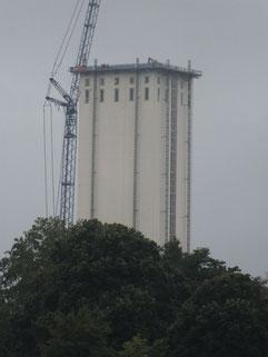 25.08.2013: wieder ein Stcockwerk wniger