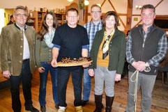Jäger werben für die neuen Rehbratwürste. Bildquelle: Mittelbayerische Zeitung (30.11.2013)