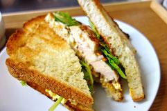 ミモレ農園 農薬不使用野菜と国産チキンのベジフルサンドイッチ