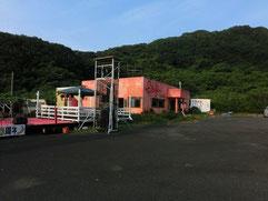 ライブ会場 カフェ・パヤラ。今回は10周年記念ライブ!年に一度の野外ステージだよー!