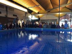 Zwembad Plons tijdens de feestelijke aanbieding van het gedenkboek over het zwembad