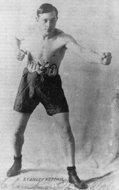 Stanley Ketchel portant fièrement sa ceinture de champion