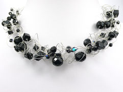 Halskette mit türkisen Perlen