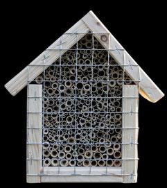 Wildbienennisthilfe mit Schilfhalmen