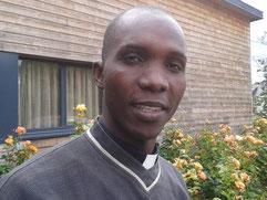 Le père Simon, devant le centre Jean-Paul 2 (vend; 01/07/2016)