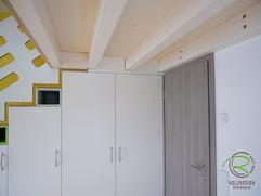 Galerietreppe mit integriertem Schrank