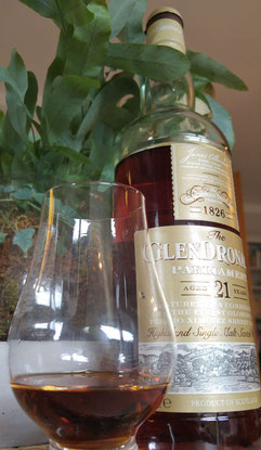 GlenDronach 21 Jahre Glas & Flasche Whisky im Glas