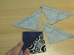 Quadrate dann entlang der beiden Diagonalen durchschneiden.