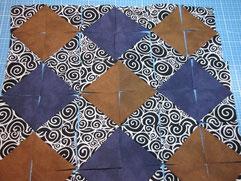 Patchwork Musterbeispiel mit Dreiecken für eine 30 x 30cm Kissenhülle
