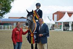 DSP Belantis mit seiner Reiterin Beatrice Buchwald, Isabel Werth und Dr. Jürgen Müller Foto: Björn Schroeder