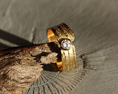 Goldring mit Brillant handgefertigt vom Goldschmied