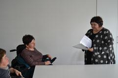 Foto zeigt Übergabe des Offenen Briefes