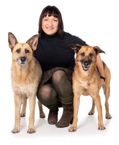 Eigentümerin von UNIQUE DOG Kinga Rybinska mit ihren Hunden Fasa und Tola